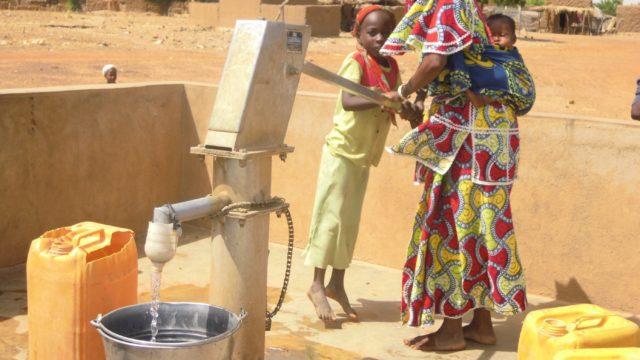 L'eau et l'assainissement, un prérequis pour les priorités de la politique de développement française